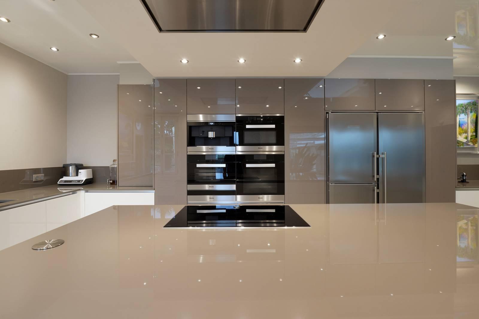 cuisine avec lot enti rement laqu e finition brillante dans le calvados sp cialiste de l. Black Bedroom Furniture Sets. Home Design Ideas